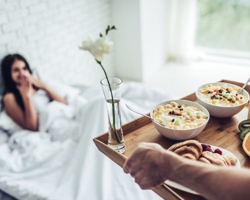 BREAKFAST-IN-BED-IDEAS-FOR-HER